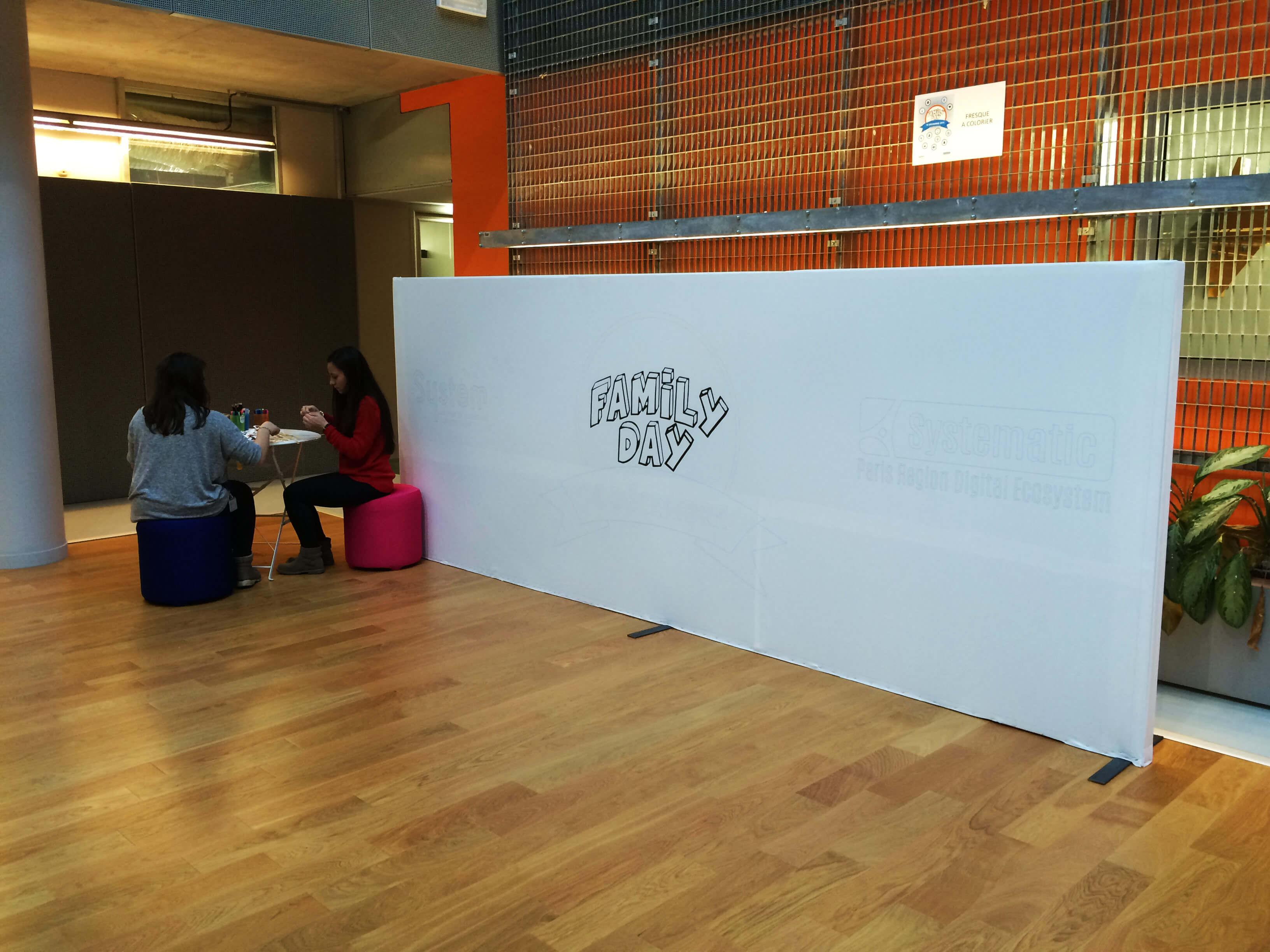 Les enfants pouvaient laisser libre cours à leur imagination sur cette fresque géante.